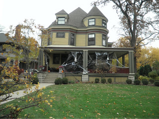 casa americana decorata per Halloween