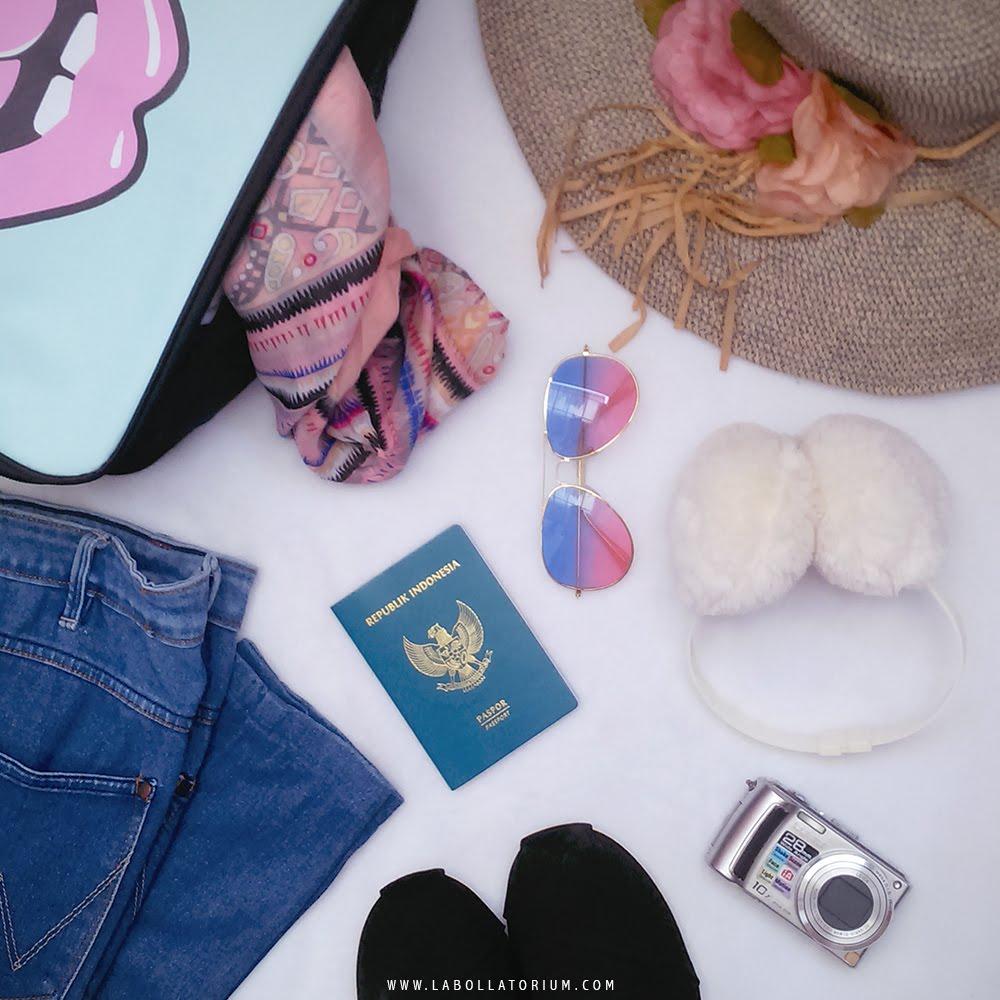 Tips Solo Traveling Aman dan Nyaman untuk Para Hijabers Packing Essentials