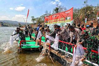 Kapolda Jateng: TNI Polri Dukung Masyarakat Kudus Dengan Panebaran Benih Ikan dan Pariwisata