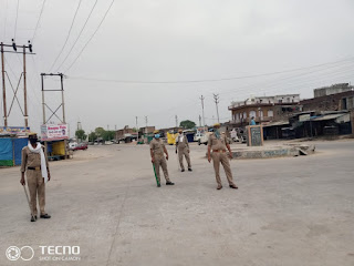 आज दिनांक 14.04.2020 को पुलिस अधीक्षक जालौन डॉ0 सतीश कुमार के निर्देशन में लॉकडाउन एवं अम्बेडकर जयंती के दृष्टिगत जनपद के समस्त क्षेत्राधिकारी/थाना प्रभारीगण द्वारा सुरक्षा व्यवस्था बनाये रखने हेतु अपने अपने थाना क्षेत्रों में पैदल गस्त किया गया एवं आमजनमानस से अपने घरों में रहने व सोशल डिस्टेंसिंग बनाये रखने हेतु अपील की गयी ।      Today, on 14.04.2020, under the direction of Superintendent of Police Jalaun Dr. Satish Kumar, all the District Magistrates / Station Incharge of the district because of the lockdown and Ambedkar Jayanti were patrolled in their police stations in their respective police stations and to stay in their homes with the common man. And appealed to maintain social distancing.             संवाददाता, Journalist Anil Prabhakar.                 www.upviral24.in
