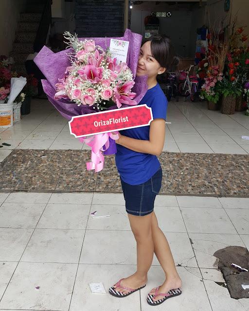 toko bunga lily surabaya, jual bunga lily surabaya, rangkaian bunga mawar surabaya