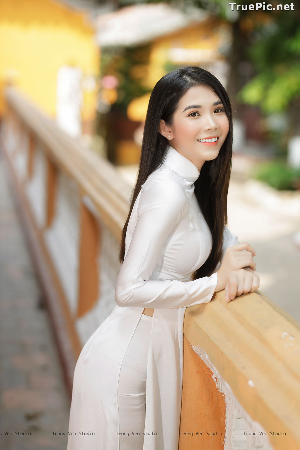 Image The Beauty of Vietnamese Girls with Traditional Dress (Ao Dai) #2 - TruePic.net - Picture-10