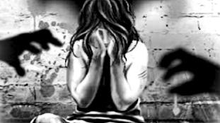 LOCKDOWN:पैदल घर जा रही महिला के साथ गैंगरेप,तीन युवकों ने घटना को दिया अंजाम