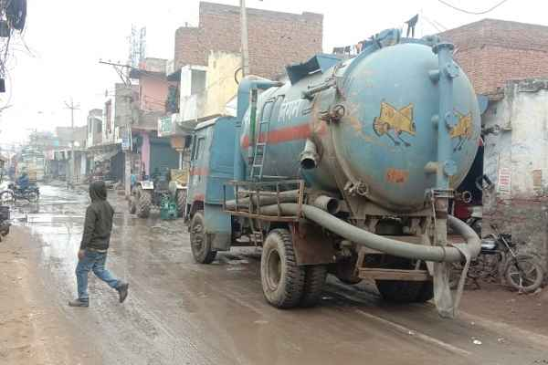 faridabad-sanjay-colony-two-work-dead-during-sewerage-safai