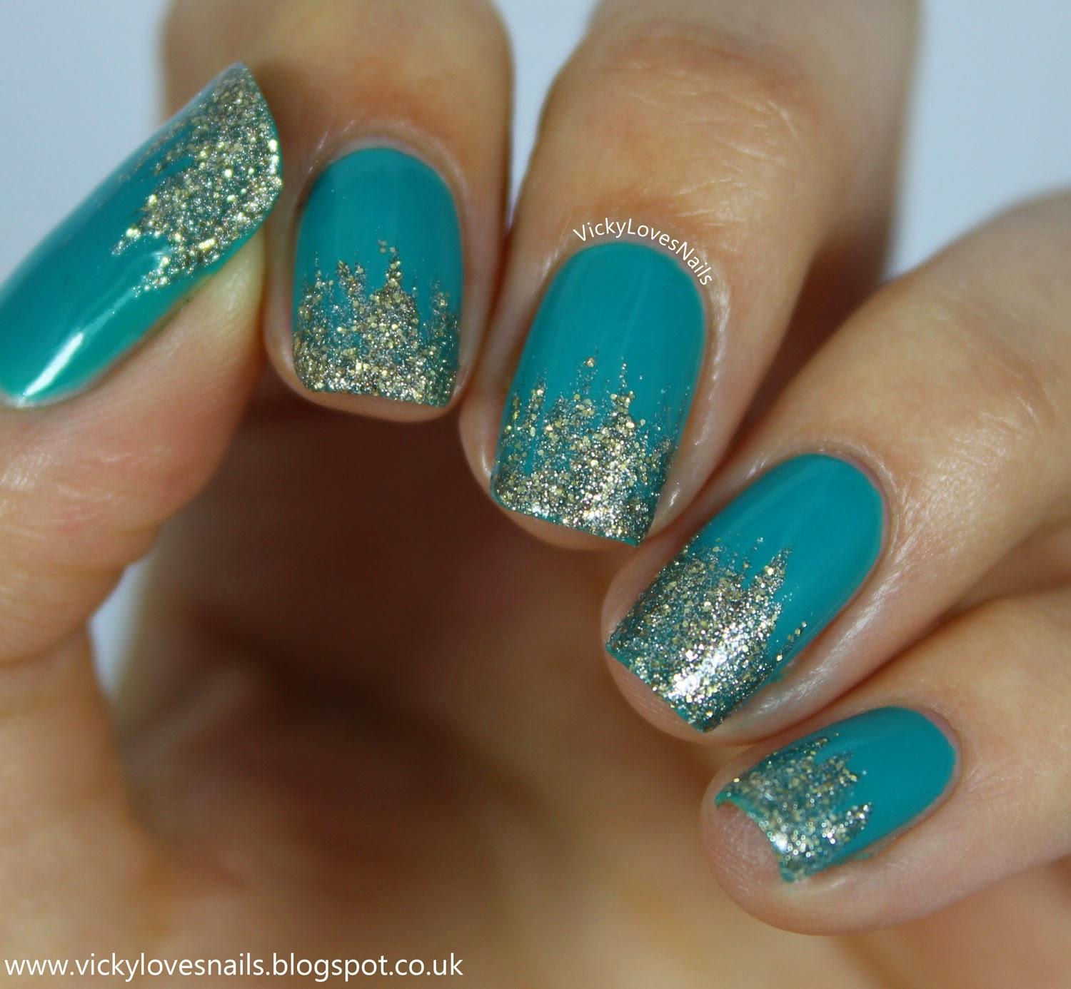 Vicky Loves Nails!: Teal and Gold Glitter Tips
