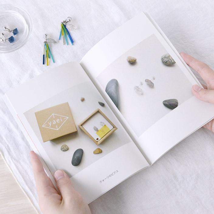 1)表紙にはイチオシの作品を載せましょう。表紙の色を作品に合わせると統一感があり、オシャレにまとまります。
