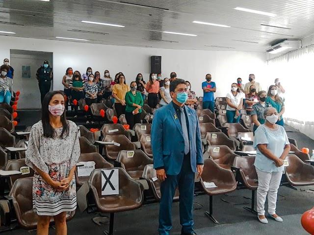 SECRETÁRIO DE SEGURANÇA COMEMORA O DIA DAS MÃES COM FUNCIONÁRIAS DA SSP