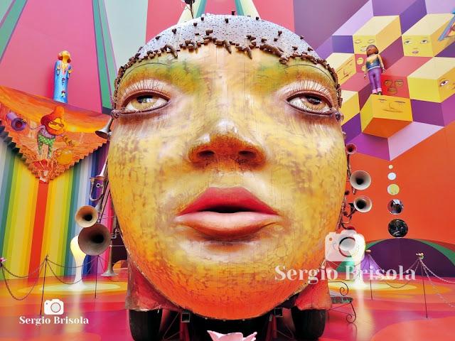 Escultura mecânica Fermata (Mulher) - OsGemeos (rosto)