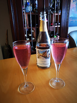 Bubbly Rose Aperitif with a twist.