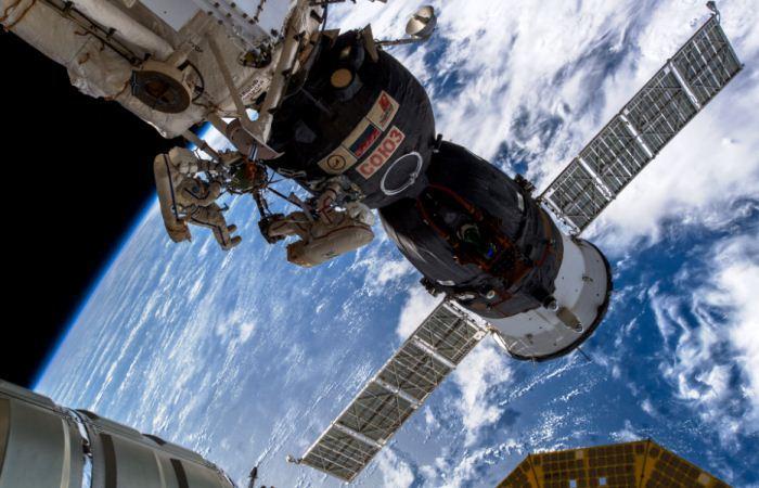 Soyuz MS-09 di ruang angkasa
