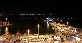 Illuminata la diga foranea del porto di Salerno
