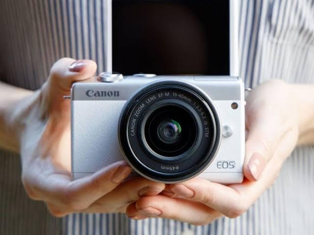 Kamera Canon EOS M200