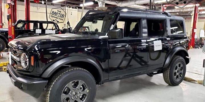 Bộ đôi Ford Bronco - SUV hàng hot sinh không đúng thời - Ảnh 1.
