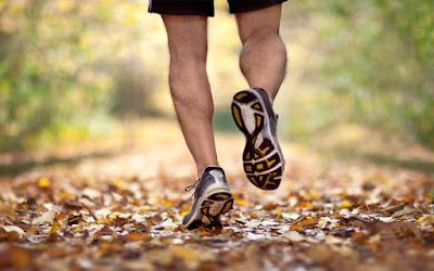 Tips Mengatasi Bau Kaki Akibat Sepatu - IDEGAYA