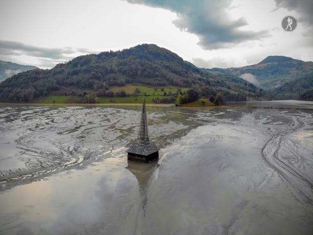 Biserica scufundată și lacul de steril de la Geamăna