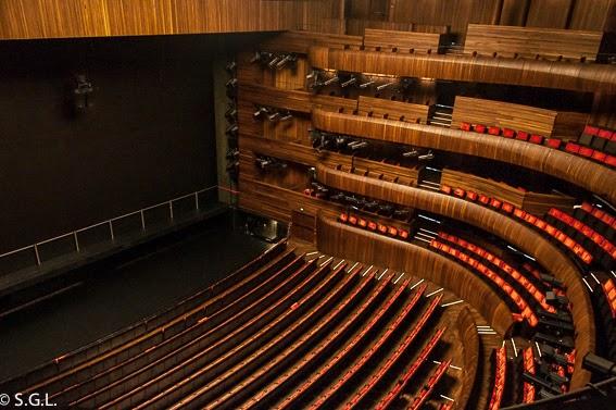 Auditorio en forma de herradura en la opera de Oslo