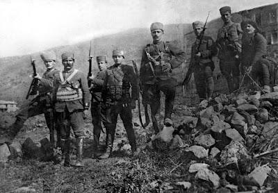 Turkish infantryman during the War of Independence Türkçe: Kurtuluş Savaşı'nda Türk piyadeler. Date 1922
