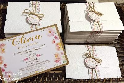 convite de aniversário infantil artesanal personalizado 1 aninho jardim encantado floral aquarelado delicado menina com envelope texturizado