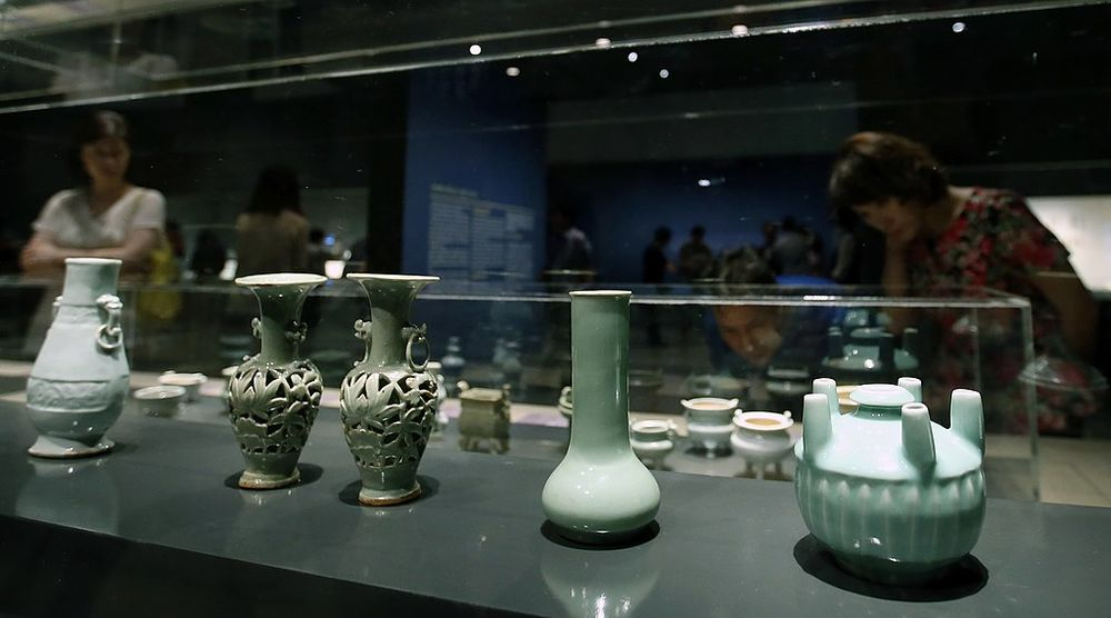 Ceramic artifacts discovered from the Shinan shipwreck
