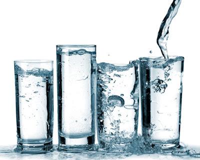 5 manfaat sekaligus 5 bahayanya jika kurang minum air putih
