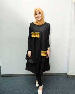 cewek cantik dan manis Pakai Hijab Gamis Hitam