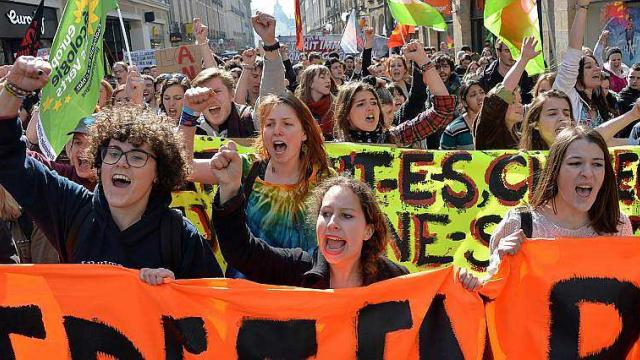 Francia, sí Podemos, ¡a las barricadas! Allons enfants