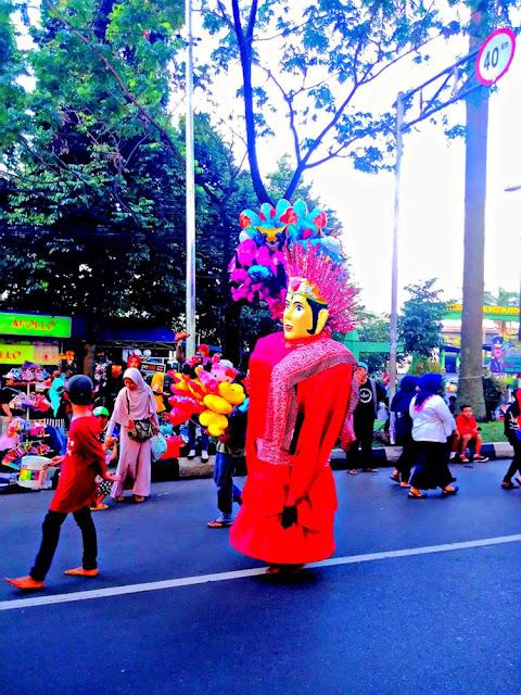 Ondel-Ondel di Bogor - Mengais Rejeki di Kota Orang