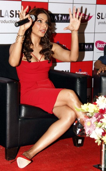 Most Awkward Bollywood Bipasha Basu Poses