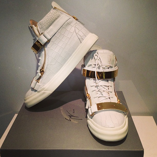 9cdb920dac4d9 This Giuseppe Zanotti Double Gold-Coloured Metal-Bracelet High-Top Sneaker  is a real eye-catcher in it's class. After owning my first pair of Giuseppe  ...