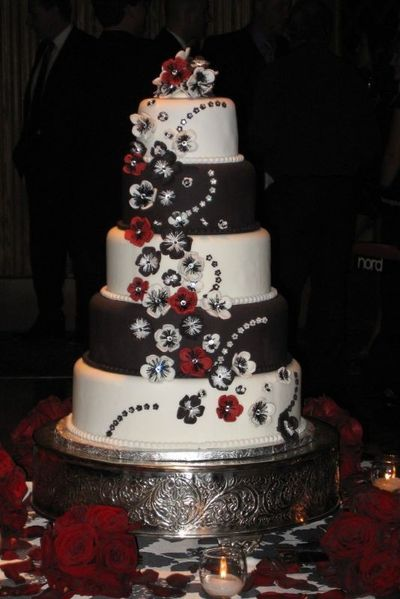 Amazing Red Black And White Wedding Cakes 27 Pic