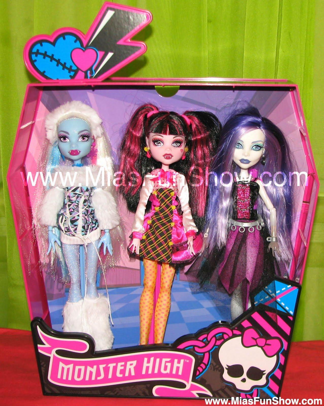 d1bd14733bd8 Sama neviem aká je tohto cena ale podľa mňa sa pohybuje od 50 do 100 eur .  Ešte som zabudla povedať že bábiky pri sebe nemajú žiadne doplnky čo je  veľká ...