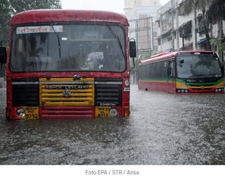 Τροπικός κυκλώνας Tauktae : τουλάχιστον 20 νεκροί και 127 αγνοούμενοι ύστερα από ναυάγιο στη θάλασσα του Ομάν