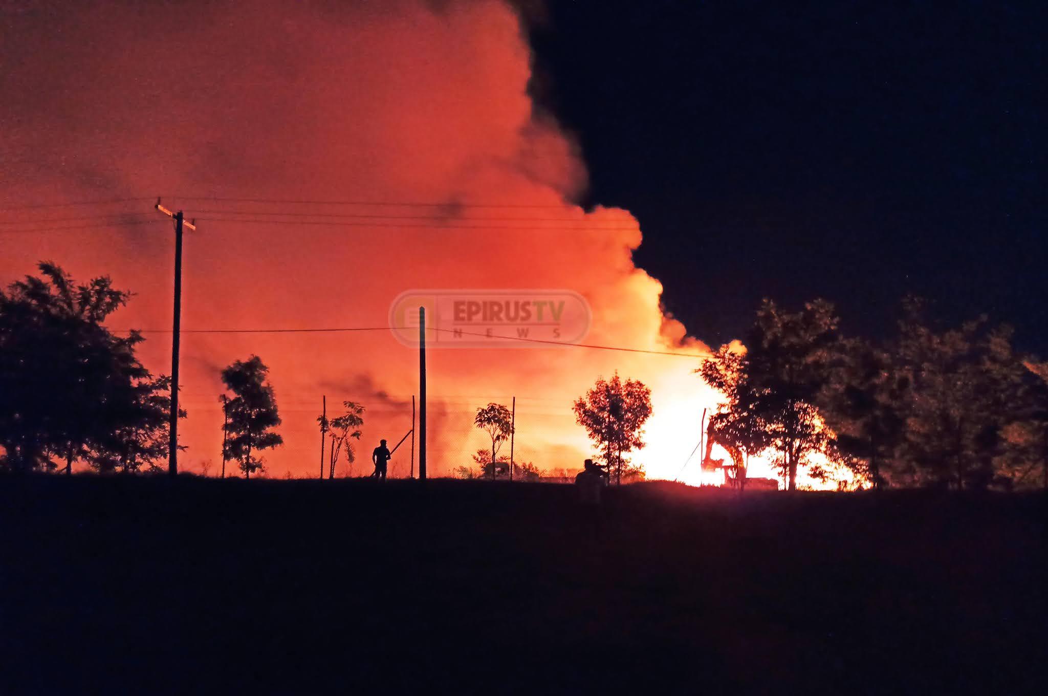 Ιωάννινα: Φωτιά στο ΧΥΤΑ Ελληνικού Ρίψη χώματος  στην επιχείρηση  κατάσβεσης  [βίντεο-φωτό]
