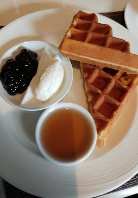Breakfast at Club Lounge Dusit Thani Bangkok: waffles