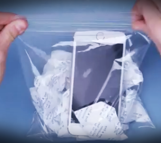 6 cara mengatasi handphone terkena air