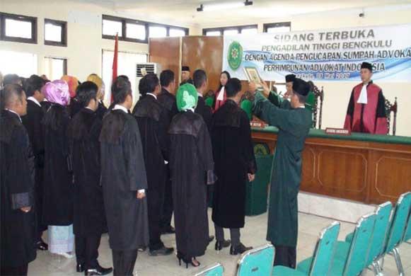 Bengkulu, DetikBengkulu.com, Diambil Sumpah, 30 Advokat Diminta Hindari Benturan Hukum