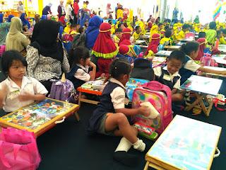 Mengasah Kreatifitas Anak dalam Grolier Carnival