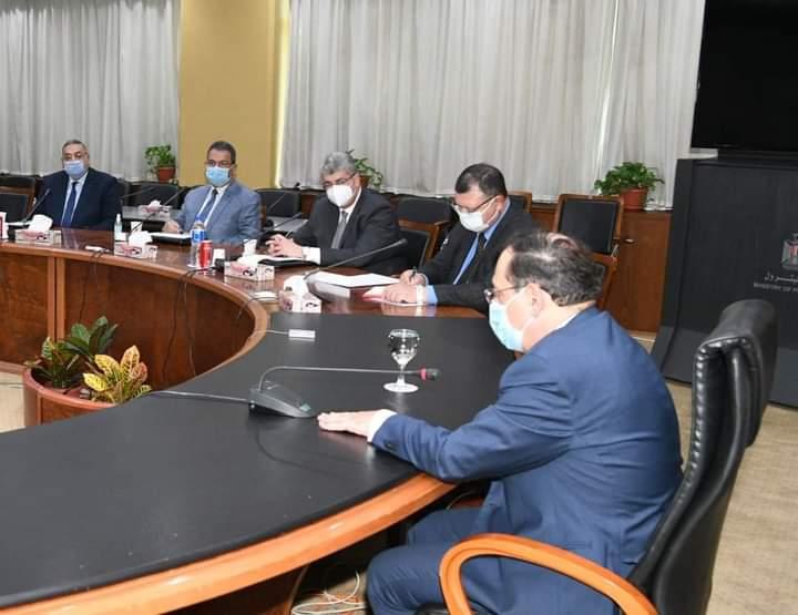 اجتماع موسع بعدد من رؤساء الشركات البترولية