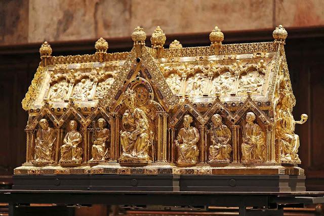 Marienschrein a urna que conserva as sagradas relíquias na catedral de Aquisgrão
