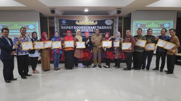 Lebihi Target Capaian Akreditasi PAUD PNF, Disdikbud Lampura Terima Penghargaan