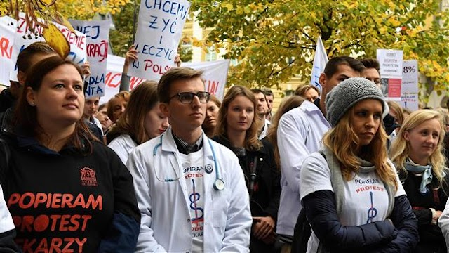 Thousands of doctors in Poland protest against overtime deals