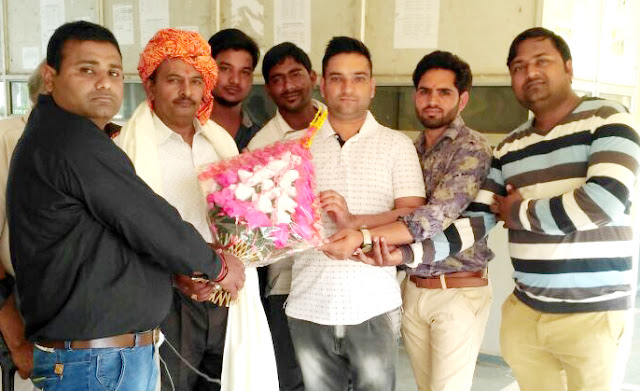 Former veteran student leaders honored Ravi Dutt Sharma on retirement