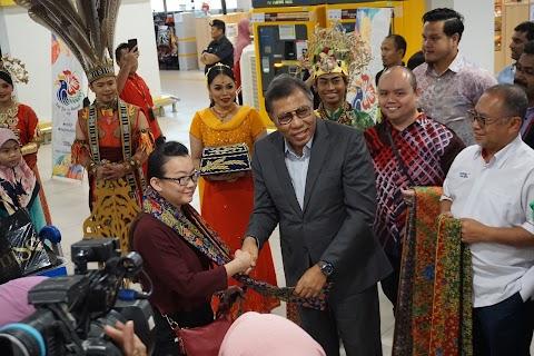 TOURISM MALAYSIA RAI PELANCONG DI PINTU MASUK UTAMA NEGARA SEMPENA VISIT MALAYSIA 2020