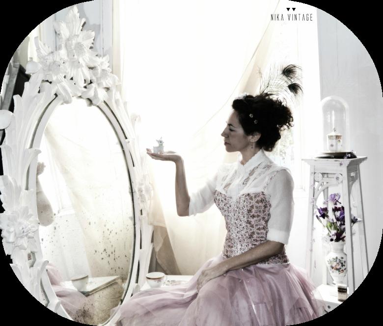 Ambientacion y estilismo de María Antonieta, comentario sobre el libro de Benjamin Lacombe diario secreto de una reina