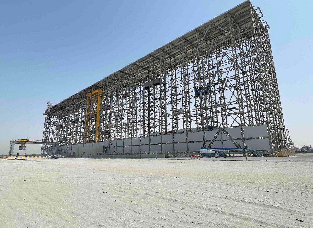"""موانئ دبي العالمية تحتفل بإنجاز أول 10 آلاف حركة في نظام """"بوكس باي"""" لتخزين الحاويات في المنصات المرتفعة"""