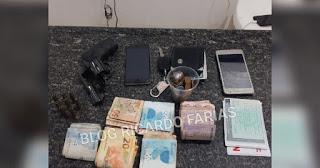 Policia conduz três homens com armas e dinheiro no Cariri