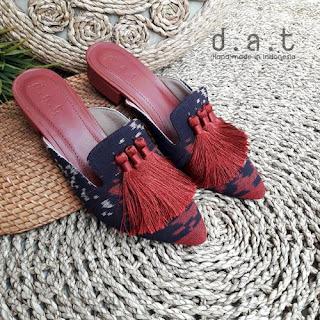 sandal tenun
