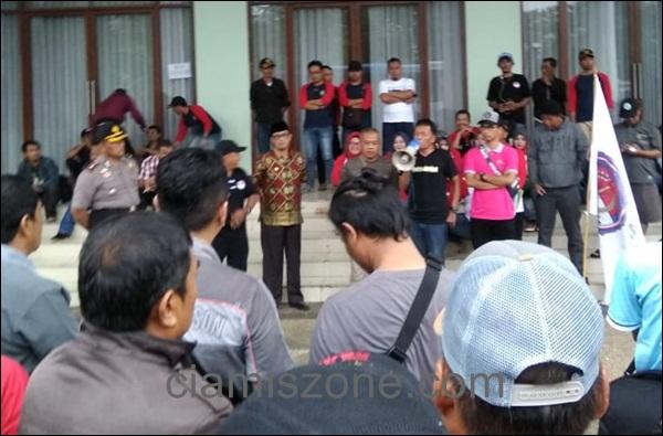 Tagih Janji Jokowi, Dua Ribu Perangkat Desa Dilepas Ketua DPRD