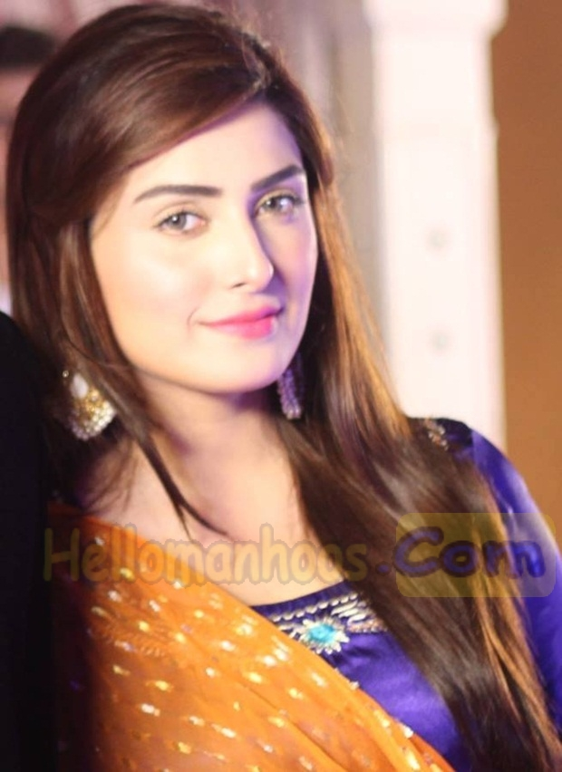 Ayeza Khan- Family, Age, Husband, Marriage, Dramas, Net Worth, Bio & Wikki