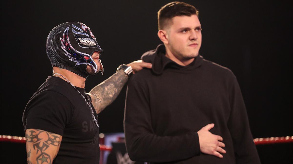Rey Mysterio revela se a WWE tem planos de fazer Dominik Mysterio usar máscara